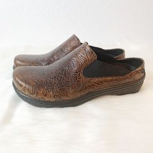 Klogs Tooled Leather Clogs 9.5M
